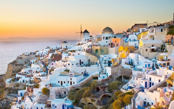 wbislands0715-santorini-greece_1